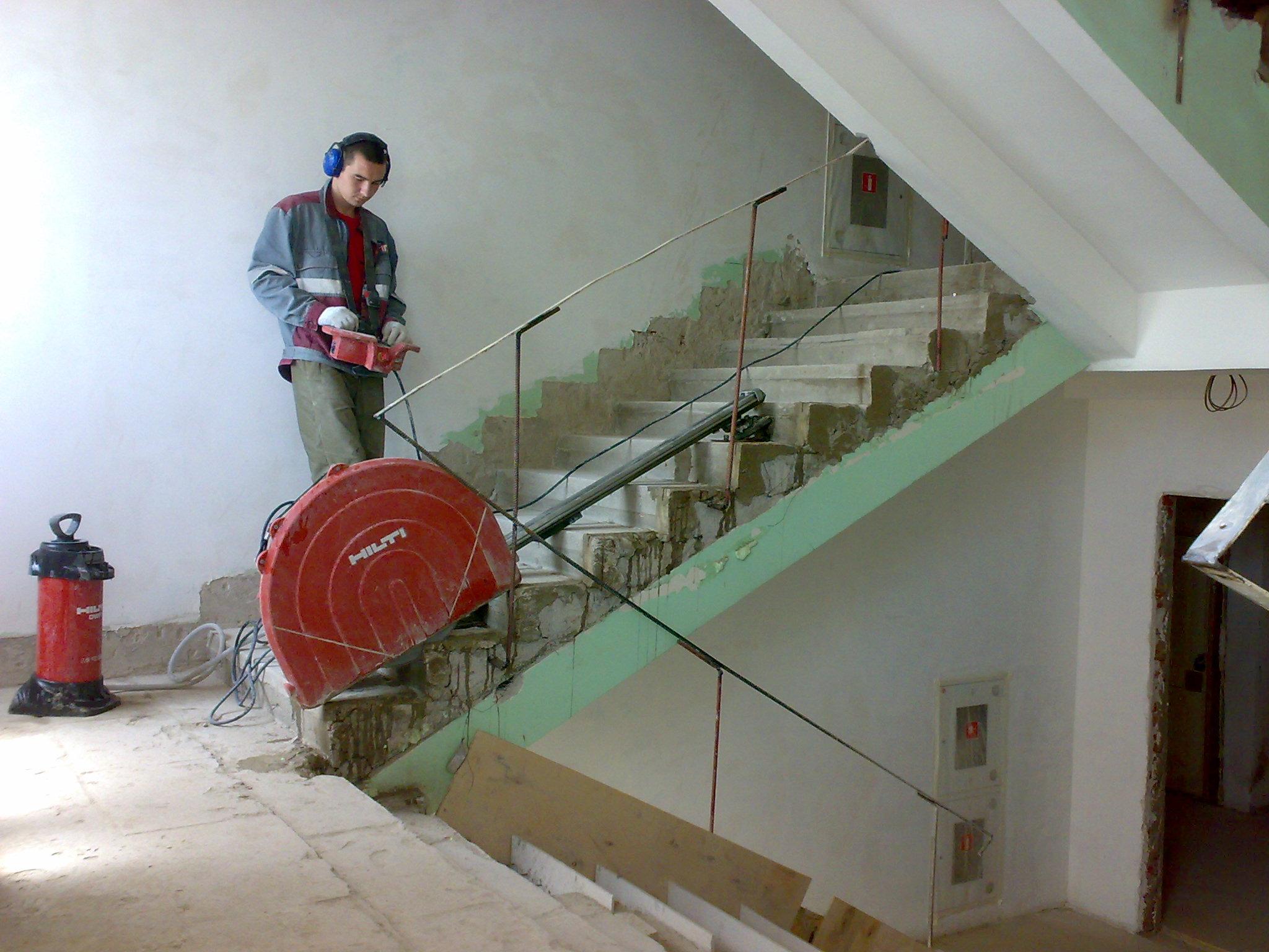 резка дисковой стенорезной машиной в Хабаровске